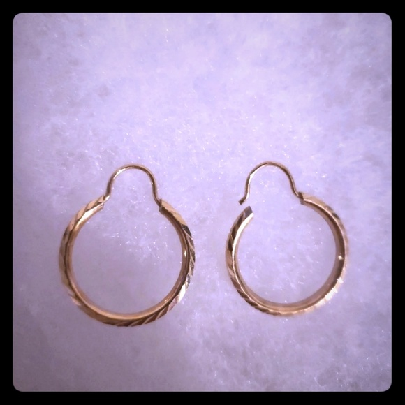 97be2cd978359 NEW. Authentic 14k solid gold hoops earrings. NWT